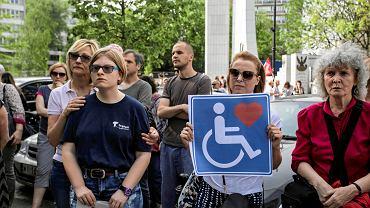 Solidarni z niepełnosprawnymi. Piknik pod Sejmem