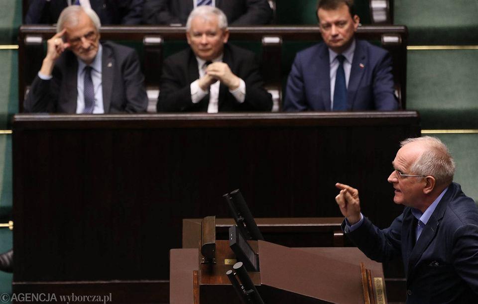 Krzysztof Czabański w Sejmie, na drugim planie Ryszard Terlecki, Jarosław Kaczyński i Mariusz Błaszczak