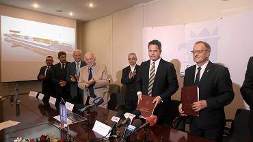 Podpisanie kontraktu na budowę dwóch masowców