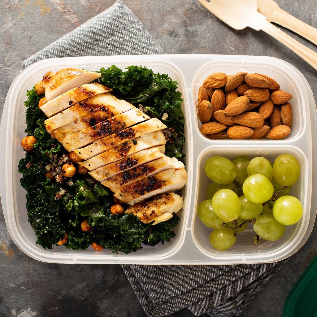 Regularne jedzenie pomaga uniknąć uczucia głodu na diecie