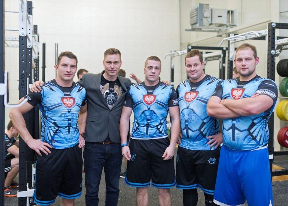 27b8d9239 Surge Polonia robi patriotyczne koszulki dla futbolistów Panthers Wrocław
