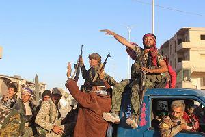 W syryjskiej Rakce już świętują zwycięstwo nad ISIS, ale w mieście wciąż słychać strzały