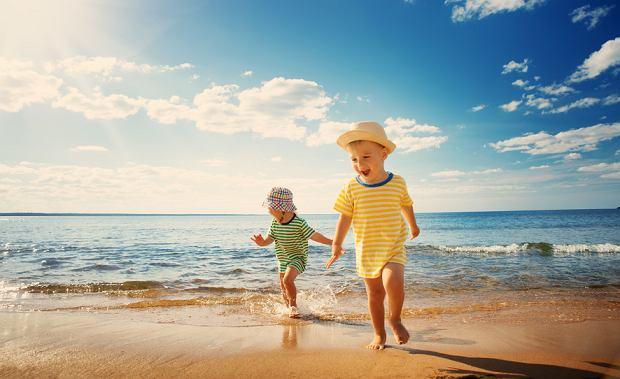Żywienie malucha na wakacjach. O czym każdy rodzic powinien pamiętać podczas urlopu (i nie tylko)?