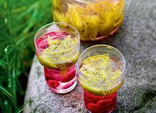 Herbatka z młodych pędów świerka z malinami - ugotuj