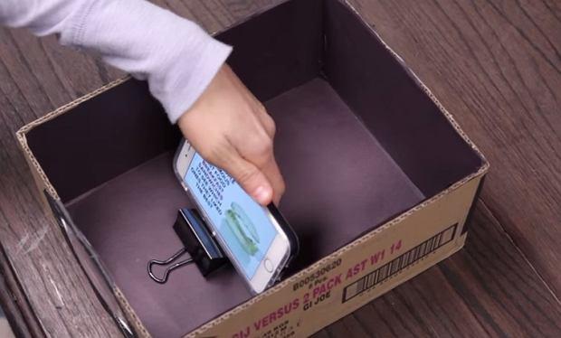 Smartfon i pudełko zmieniają się w amatorski projektor