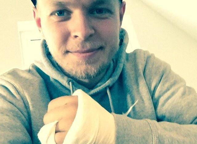 Kevin Magnussen i jego złamana ręka