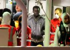 Uchod�cy st�oczyli si� przy burcie, przewr�cili kuter. Oficjalnie potwierdzono 800 ofiar tragedii na Morzu �r�dziemnym