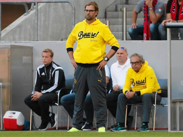 Dortmund's head coach Juergen Klopp watches his team during the German first division Bundesliga soccer match between 1.FC Cologne and BvB Borussia Dortmund in Cologne, Germany, Saturday, Oct. 18, 2014. (AP Photo/Frank Augstein)
