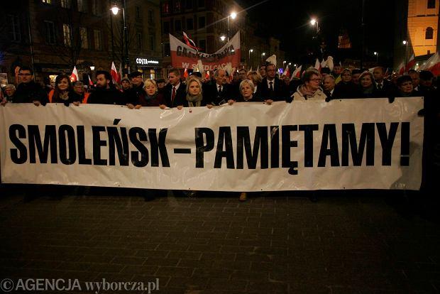 Jarosław Kaczyński podczas comiesięcznych obchodów katastrofy smoleńskiej