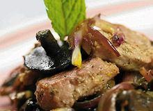 Polędwiczki wieprzowe z sosem grzybowym - ugotuj