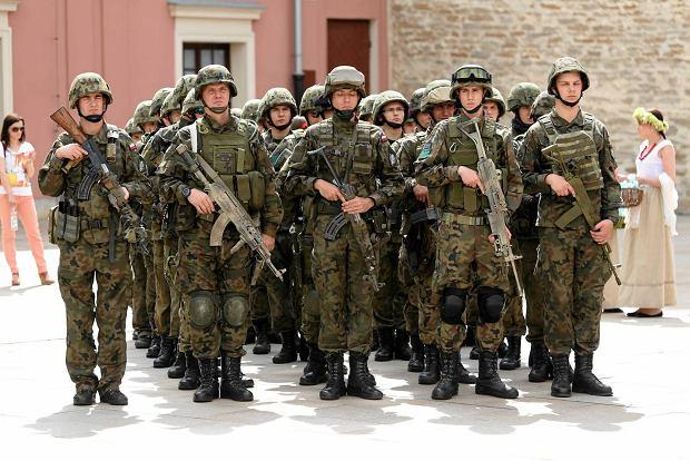 Zdjęcie numer 22 w galerii - Wojskowe pojazdy i broń. Legia Akademicka jedzie na Anakondę [ZDJĘCIA]
