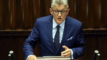 Stanisław Piotrowicz podczas prezentacji projektu ustawy o Trybunale Konstytucyjnym autorstwa PiS