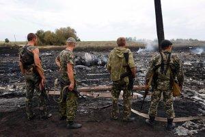 Ukraina. S�u�by dotar�y do zw�ok 196 ofiar katastrofy. Uzbrojeni separaty�ci utrudniaj� przeczesywanie terenu