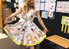 Ta nauczycielka nigdy nie zapomni swoich pierwszaków. Spójrzcie na jej sukienkę!