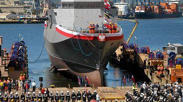 To pierwszy od lat nowy okr�t naszej marynarki. Op�niony o co najmniej dekad�. Wyposa�enie? C�...