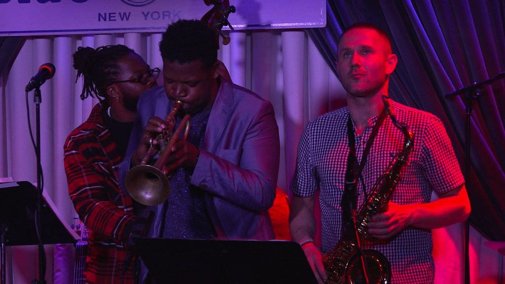 Trębacz Keyon Harrold i saksofonista Sylwester Ostrowski w The Blue Note - jednym z najważniejszych jazzowych klubów świata. /