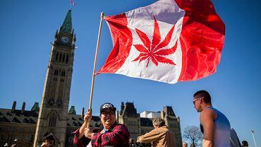 Marsz z okazji światowego dnia palenia marihuany w Ottawie w Kanadzie, 20 kwietnia 2016 r.