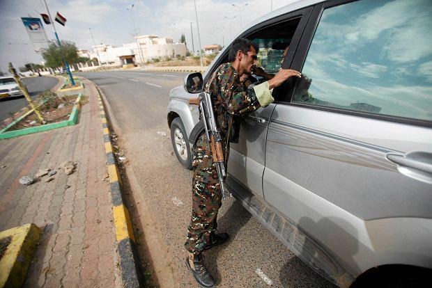 Jeme�scy rebelianci zestrzelili wojskowy �mig�owiec. Sze�ciu zabitych