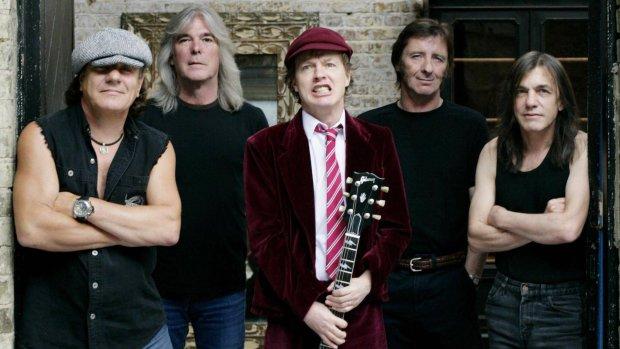 Wokół Australijczyków jest ostatnio sporo zamieszania. Jednym z ogniw, które tak intensywnie rozpaliło publiczność jest Axl Rose, który niedawno dołączył do koncertowego składu AC/DC. Z tej okazji przypominamy wszystkie twarze kapeli.