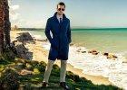Próchnik: płaszcz - cena: 699 zł, spodnie lniane - cena: 299 zł, koszula - cena: 169 zł, krawat - cena: 149 zł