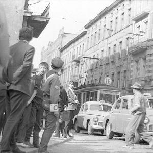 Unikatowe fotografie miasta z lat 70. Ludzie, ulice, budynki. Ten �wiat znika [ARCHIWALNE ZDJ�CIA]