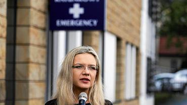 Małgorzata Wassermann, kandydatka PiS w wyborach na prezydenta Krakowa, zwołała konferencję przed wejściem do Szpitala Uniwersyteckiego.