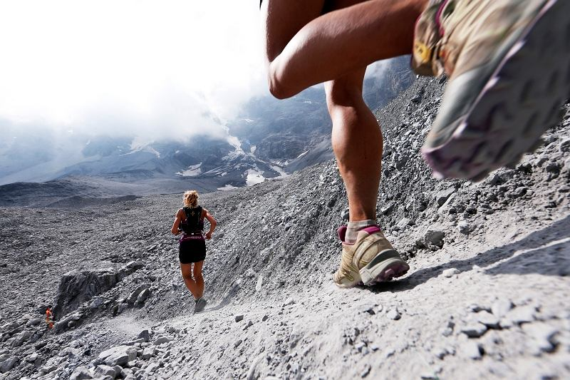 Nie trzeba brać udziału Gore-Tex Transalpine Run (260km po Alpach), żeby docenić zalety butów terenowych. Ale można ;)