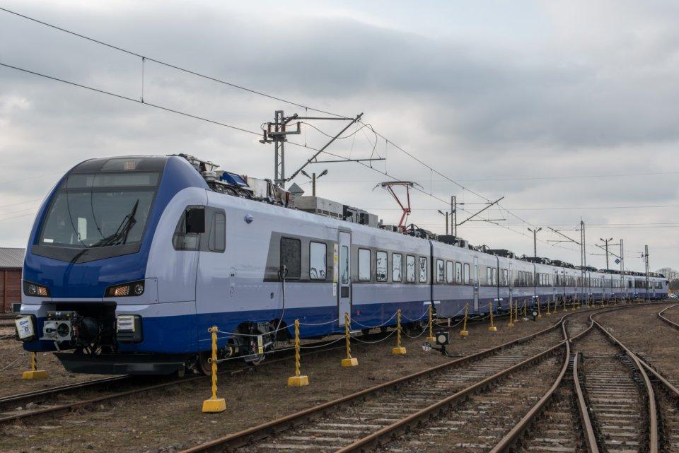 pkp intercity flirt Układ miejsc w pociągach stadler flirt (ed160) pkp intercity numeracja i układ miejsc w poc flirt pkp ic (ed160) / rysmichala lic cc 40.