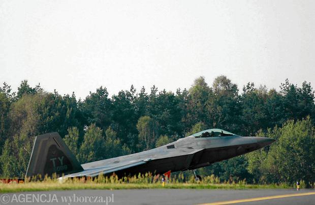 """""""Rzeczpospolita"""": Więcej przestrzeni dla F-16. USA zainwestują w bazę w Łasku?"""