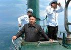 Kim Dzong Un podczas wizyty na pokładzie okrętu podwodnego koreańskiej marynarki wojennej