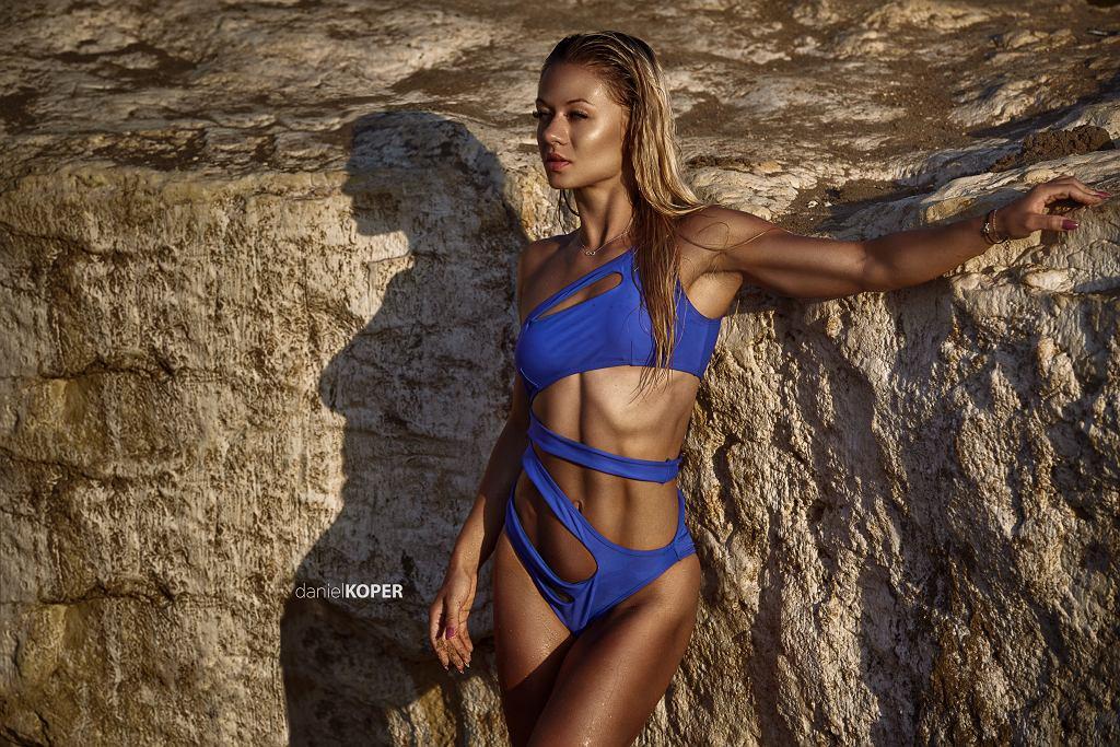 Daniel Koper, to jeden z najbardziej uznanych fotografów specjalizujących się w sesjach zdjęciowych ze sportowcami. Uwielbia wyrzeźbione i atletyczne ciała, szczególnie te kobiece. Specjalnie dla nas wybrał swoje najlepsze fotografie z ulubionym trenerkami oraz modelkami fitness i wyznał, dlaczego to właśnie one zaskarbiły sobie jego największą sympatię.