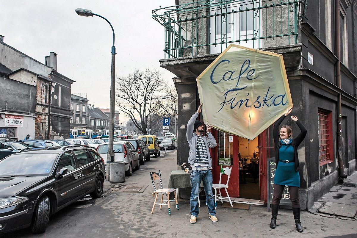 Drzwi Cafe Fińskiej na rogu ulic Lwowskiej i Józefińskiej