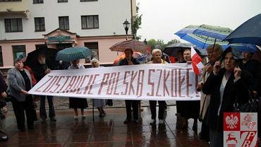 Grodno, czerwiec 2012 roku - protest przeciwko wprowadzeniu do Polskiej Szkoły w Grodnie klas rosyjskojęzycznych