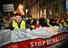 """Marsz KOD i demonstracja PiS w Warszawie. Łączyło tylko hasło """"Precz z komuną"""""""