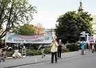 Miesięcznica pogrzebu na Wawelu. Tym razem bez barierek