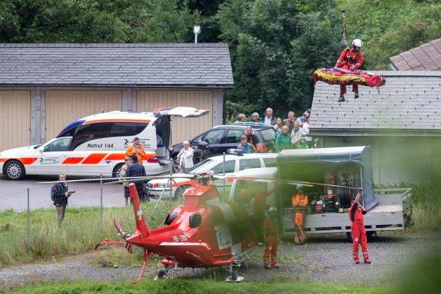 W Szwajcarii wykolei� si� poci�g pasa�erski, kt�rym jecha�o ponad 200 os�b