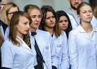 Lekarze rezydenci protestowali przed urzędem marszałkowskim w Rzeszowie [FOTO, WIDEO]