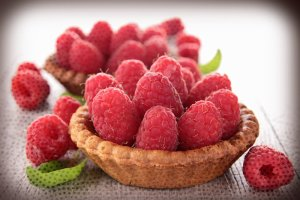8 lekkich deserów z owocami do zrobienia w tym tygodniu