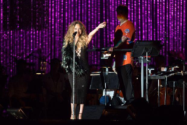Mariah Carey nie pójdzie w ślady Beyoncé i nie wyda nowej płyty bez zapowiedzi. Diwa właśnie ujawniła szczegóły swego 14. długogrającego krążka.
