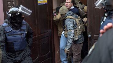 Były prezydent Gruzji Micheil Saakaszwili zatrzymany przez Służbę Bezpieczeństwa Ukrainy. Z policyjnej suki odbili go jego zwolennicy. Kijów, 5 grudnia 2017
