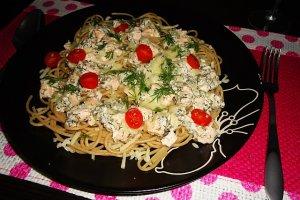 Spaghetti z �ososiem i sosem koperkowym