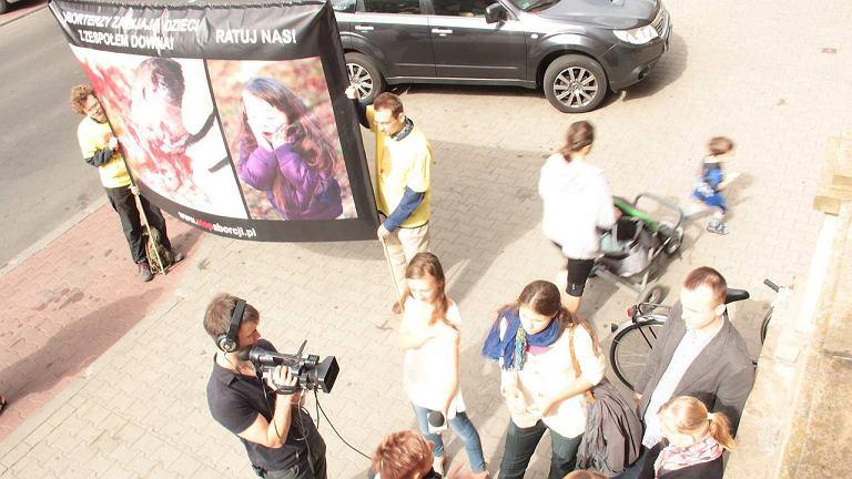 Czwartkowa demonstracja przed szpitalem przy Lindleya