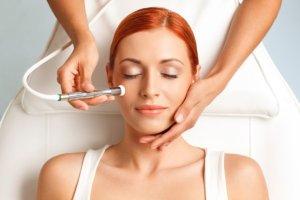 Mikrodermabrazja, czyli skuteczne oczyszczenie skóry