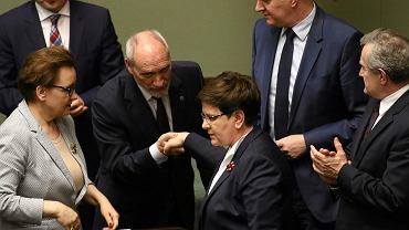 Premier rządu PiS Beata Szydło. Sejm odrzucił wotum nieufności wobec ministra obrony Antoniego Macierewicza