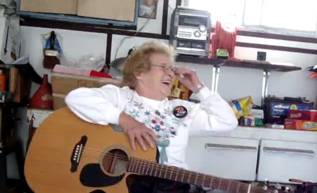 Śpiewająca babcia