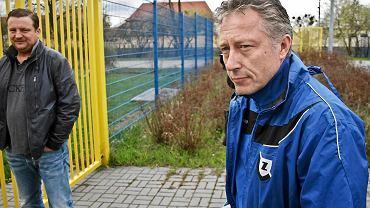 Kwiecień 2013. Ryszard Tarasiewicz w drodze na pierwszy trening z piłkarzami. Po kilku tygodniach awans do ekstraklasy