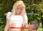 Eliza pokazuje nagi brzuch, zdj�cia ze szko�y rodzenia i Trybsona w niecodziennej sytuacji: M�j skarb przy�apany na...