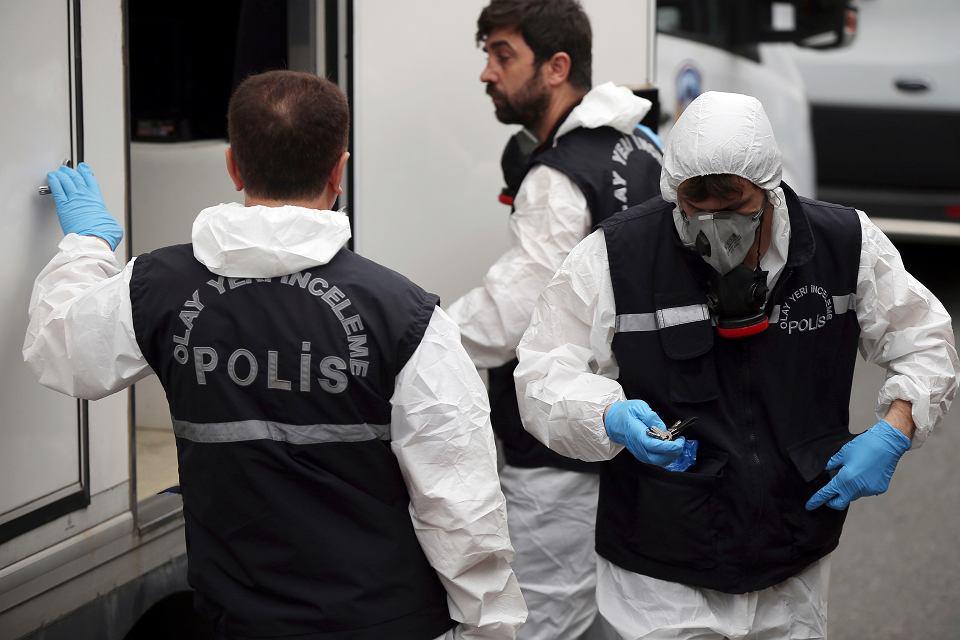Tureccy policjanci przygotowują się do wejścia do rezydencji saudyjskiego konsula. Stambuł, 17 października 2018 r.