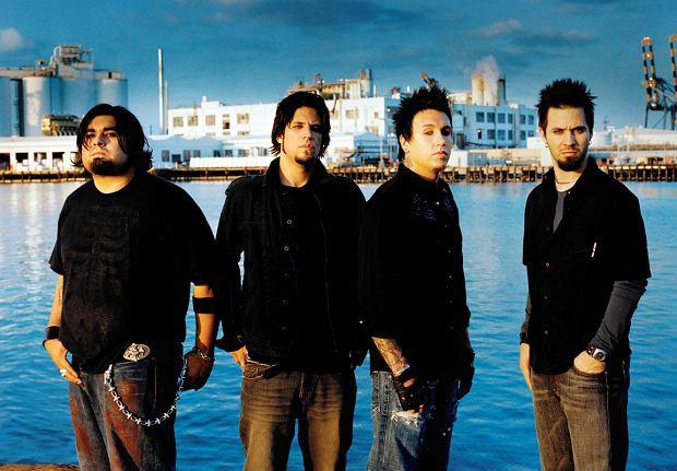 "Pod tytułem ""F.E.A.R. (Face Everything And Rise)"" ukaże się ósmy album zespołu Papa Roach."