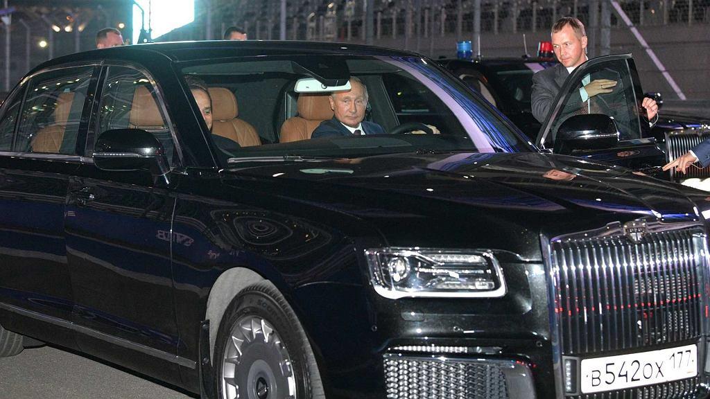 Władimir Putin prowadzi luksusowego SUV-a